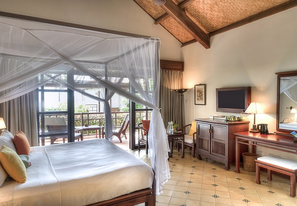 Deluxe Sea View Room - Bedroom And Patio