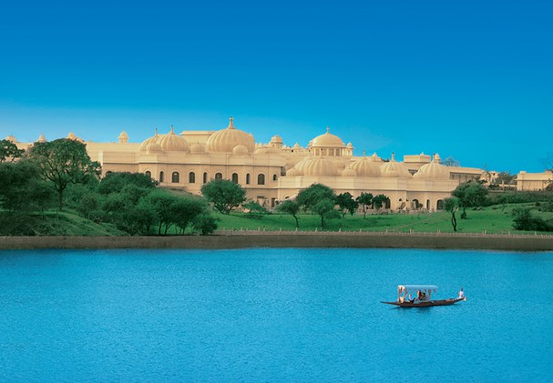 The Oberoi Udaivilas - Shikara on side Lake Pichola
